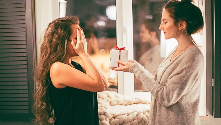 Менструальная чаша — оригинальный и полезный подарок для каждой женщины!
